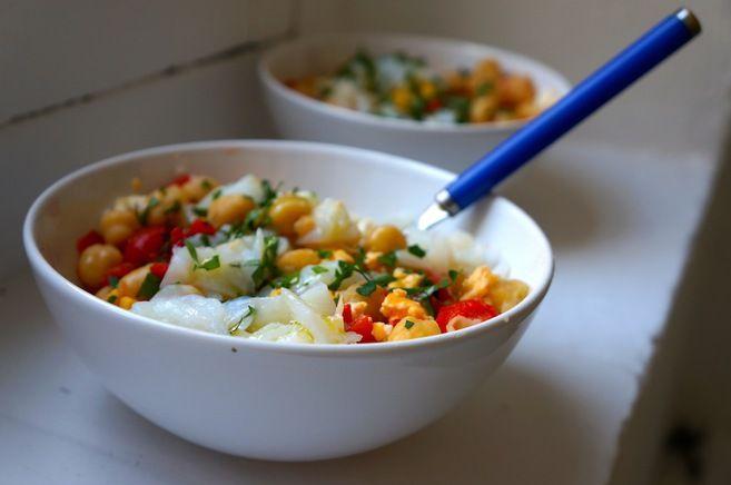 receta-ensalada-de-garbanzos-bacalao-y-pimiento-rojo