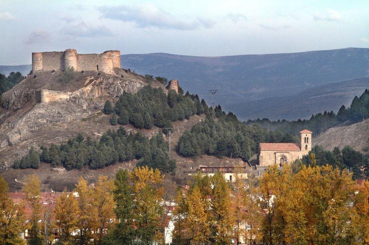 Vista de Castillo y Ermita de Santa Cecilia en Aguilar de Campoo