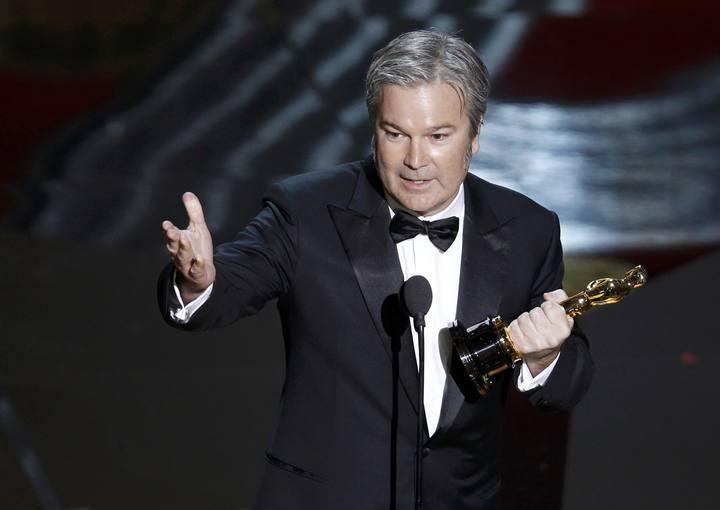 Gore Verbinski ha ganado el Oscar a mejor película animada por 'Rango' imponiéndose a la española 'Chico y Rita'. http://www.rtve.es/mediateca/fotos/20120227/gala-los-oscar-2012/89977.shtml #Oscars