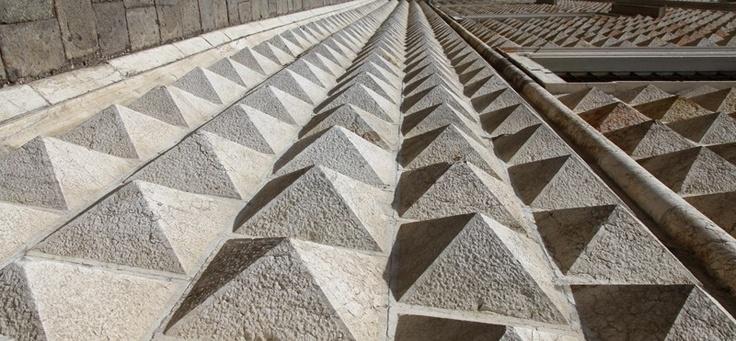 Palazzo dei diamanti II