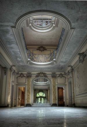 Verlassenes Haus in Louisiana: Seit ca. 1980 steht der Palast leer und verfällt langsam. Der genaue Standort wird wegen Schutz geheim gehalten.