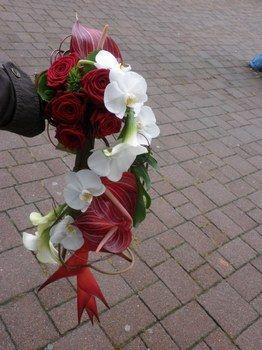 bouquet de mariée blanc et rouge exotique Accessoires pour réussir votre mariage sur http://yesidomariage.com