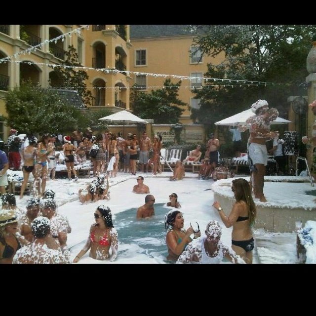 Christmas in July at Hotel ZaZa. :) #ZaZa #Snow #Dallas #Pool