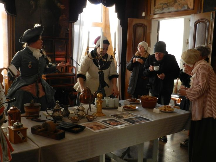 "Event at Edsberg castle: ""Hattar & Mössor"" (Hats & Caps: nicknames of the 2 swedish political partys during 1719-1772) Introducing the amazing taste of coffee to the visitors."