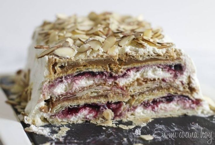 This is the summer version of my traditional Thousand Layers with cream cake.  I just bought the puff pastry in the supermarket and instead of spending a whole afternoon baking the thousand layers, I just assembled this quick and easy cake. This kind of cake is extremely popular in Chile where the combination of many doughs, jams,...