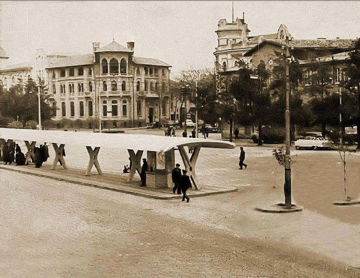 1950'li yıllarda Gümrük Meydanı. Otobüs Durakları