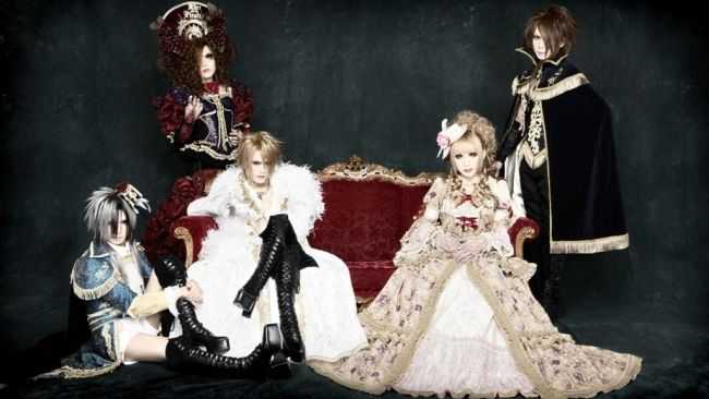 Versailles Philharmonic Quintet, I love how  fancy the band dresses all the time