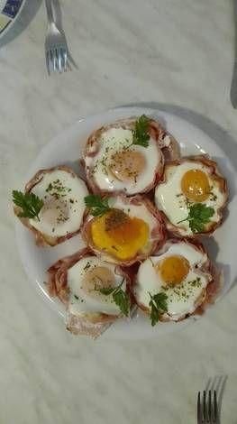 Sonkás-sajtos tojásos kosár