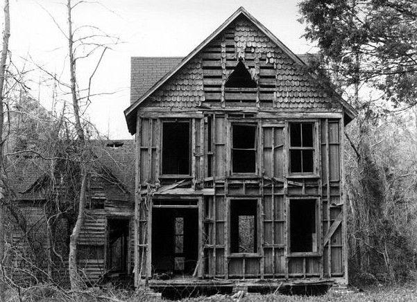 creepy old abandoned house in White Marsh, Virginia