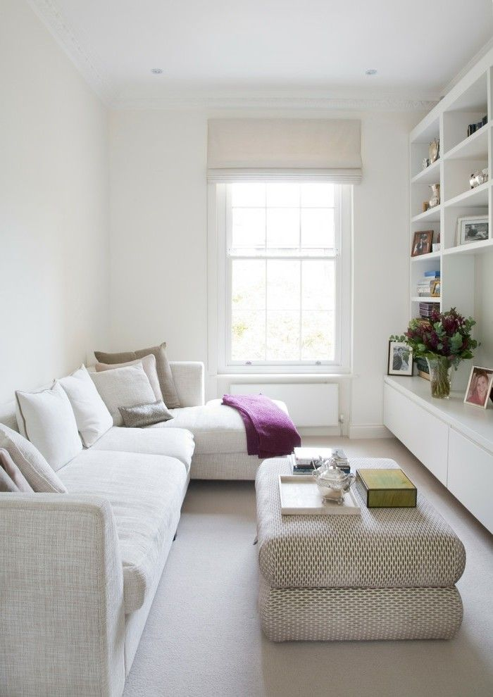 Wohnideen Wohnzimmer Weisses Sofa Heller Bodenbelag Raffrollo Blumen