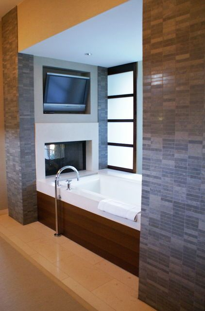 bathtub w. tv + fireplace. This is my ideal dream house feature. Someday when Alex and I are filthy stinkin' rich..... ;)