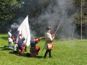 Les Miliciens et Réguliers du Marquis de Montcalm, en pleine démonstration lors d'une journée porte ouverte
