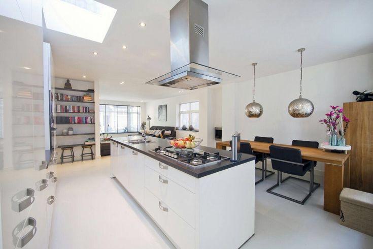 Open keuken met kookeiland en Atam Gietvloer #keuken #keukeninspiratie #gietvloer #keukenvloer