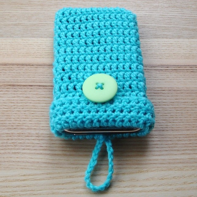 #Crochet #Mobile #Phone #Cozy with #Button in #Turquoise. It's a must! #DIY