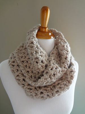 Crochet this simple infinity scarf at Fiber Flux. ♥