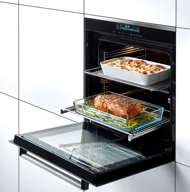 No one wants the big reveal of your cooking masterpiece to be ruined as you struggle to get it out the oven! Beko's Telescopic Shelves let you ergonomically retrieve heavy dishes from the oven – safely and easily. So you can do the big reveal without the tragedy of dropping a cake on the floor! 🎂