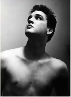 Elvis Presley, love this photo of him!