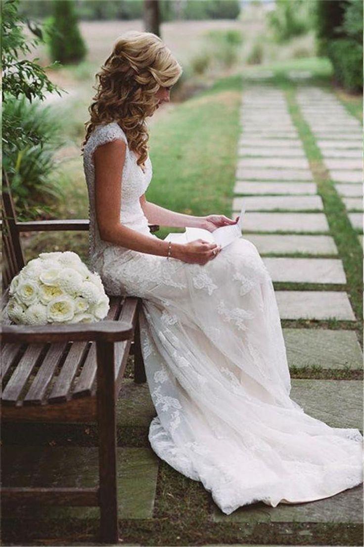 Elegant Lace Sheath Wedding Dresses Cap Sleeve V-Neck See Through Open Back Applique Rustic Country Western Bohemian Bridal Dresses