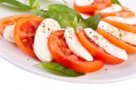 KasvisHovi :: Tomaatti-mozzarellasalaatti