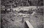 """George Trakas: """"Union Pass"""" (Mittelteil), 1977. Documenta 6, Kassel. """"Wo Stahlsteg und Holzsteg aufeinandertreffen, ereignet sich chaotische Zerstörung, die Trakas mit einer Sprengung erzeugt hat."""" (Bazon Brock 1977)"""