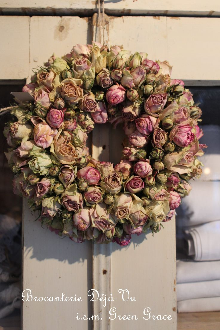 Wreath of dried roses