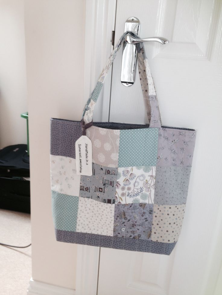 I made this bag for a friend in Australia, again it's a variation on a Jenny Doan tutorial......