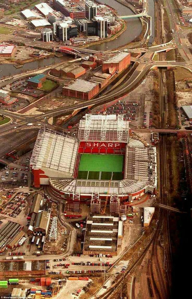 Manchester United, Old Trafford 2000.....