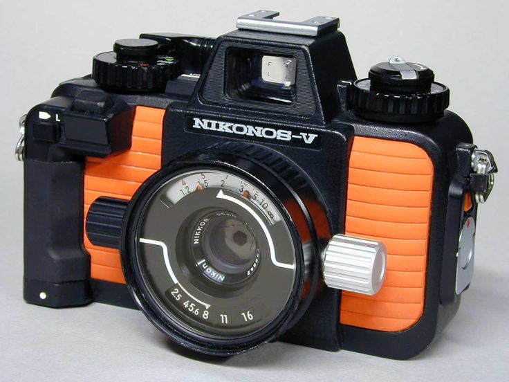 Nikon Nikonos-V w 35mm f2.5, 28 f3.5, 80 f4 Close-Up Lenses SB-102 & More - Film Cameras