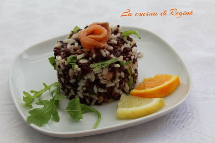 Insalata di riso notte e giorno un'idea carina e raffinata da portare in tavola, allegra e colorata adatta come pranzo estivo