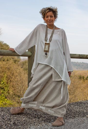 this particular set is not on the website anymore, but some gorgeous other tunics and pants are, very nice