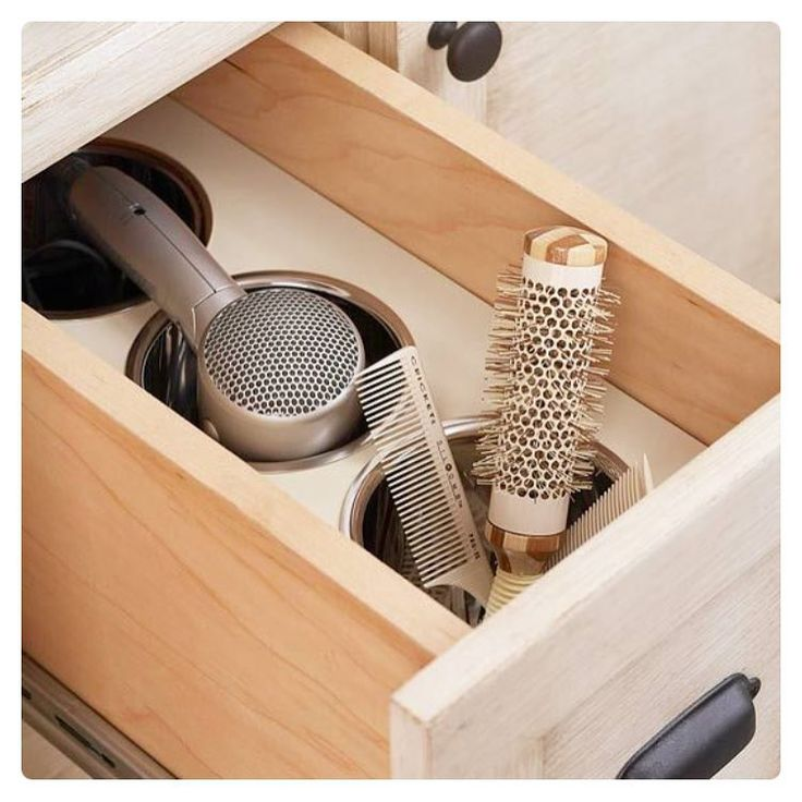 Sonho de consumo de toda mulher , ter esse compartimento exclusivo para secador de cabelo , chapinha e escovas . Que tal ???