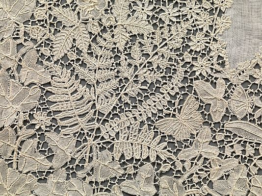 Handkerchief ~ raise work ~ specialty of Honiton lace workers ~ uniquely English style of lace w/motifs of highly naturalistic flowers, birds and insects