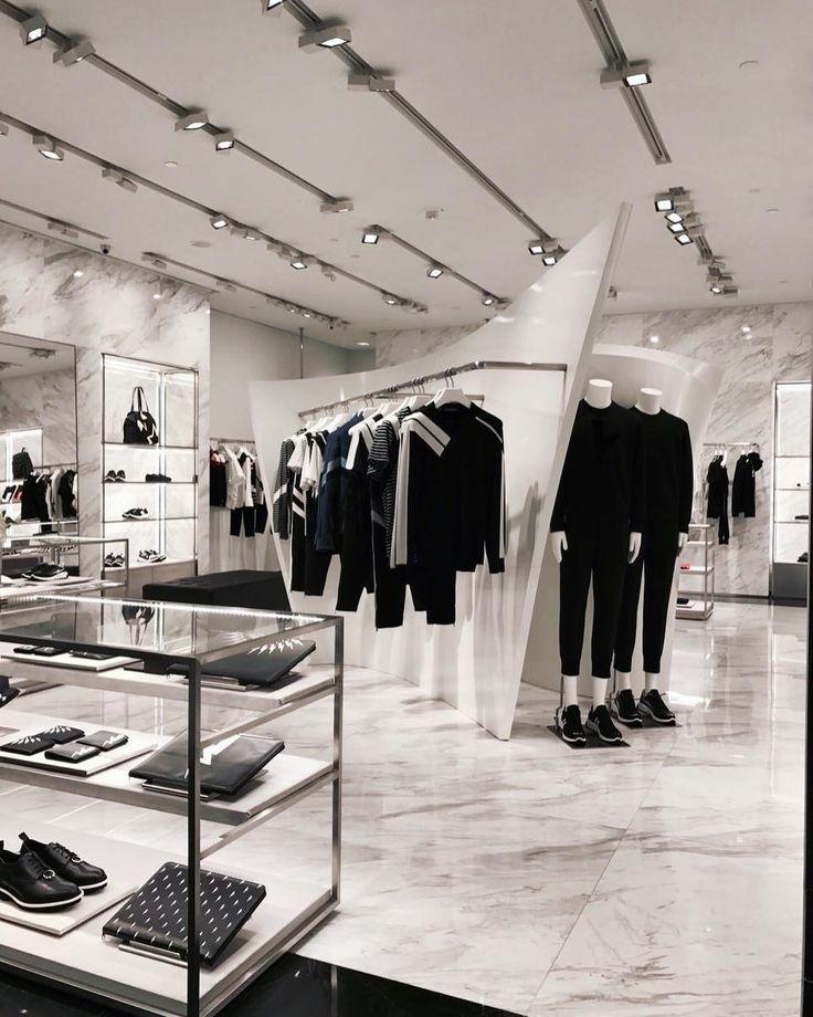 """2,134 次赞、 15 条评论 - Neil Barrett (@neilbarrett) 在 Instagram 发布:""""Neil Barrett store at The Parisian, Macau / Spring Summer 2017 Collection #neilbarrett #china…"""""""