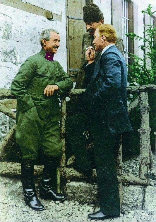 Atatürk ve İsmet İnönü.