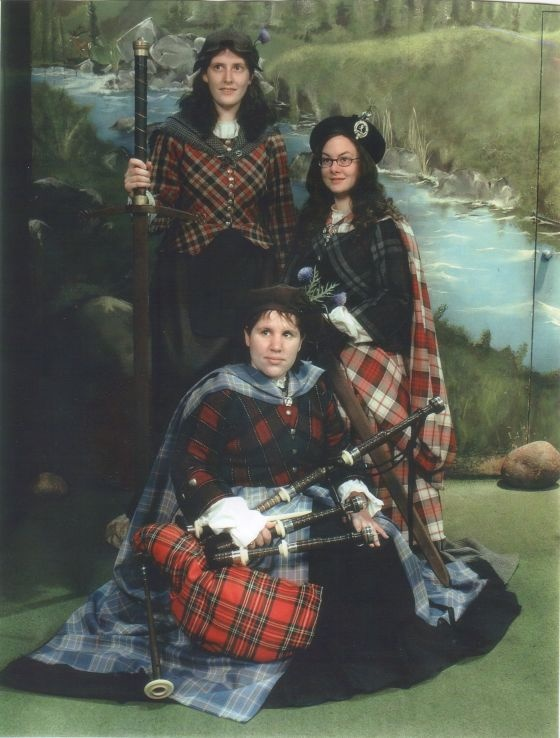 Authentic all the way down to the rock holding the door shut.: The Doors, Doors Shut, Awkwardfamilyphoto Com, Rocks Holding, Awkward Photo, Families Photo, Awkward Families Plaid Photo, Families Pics, Families Funnies
