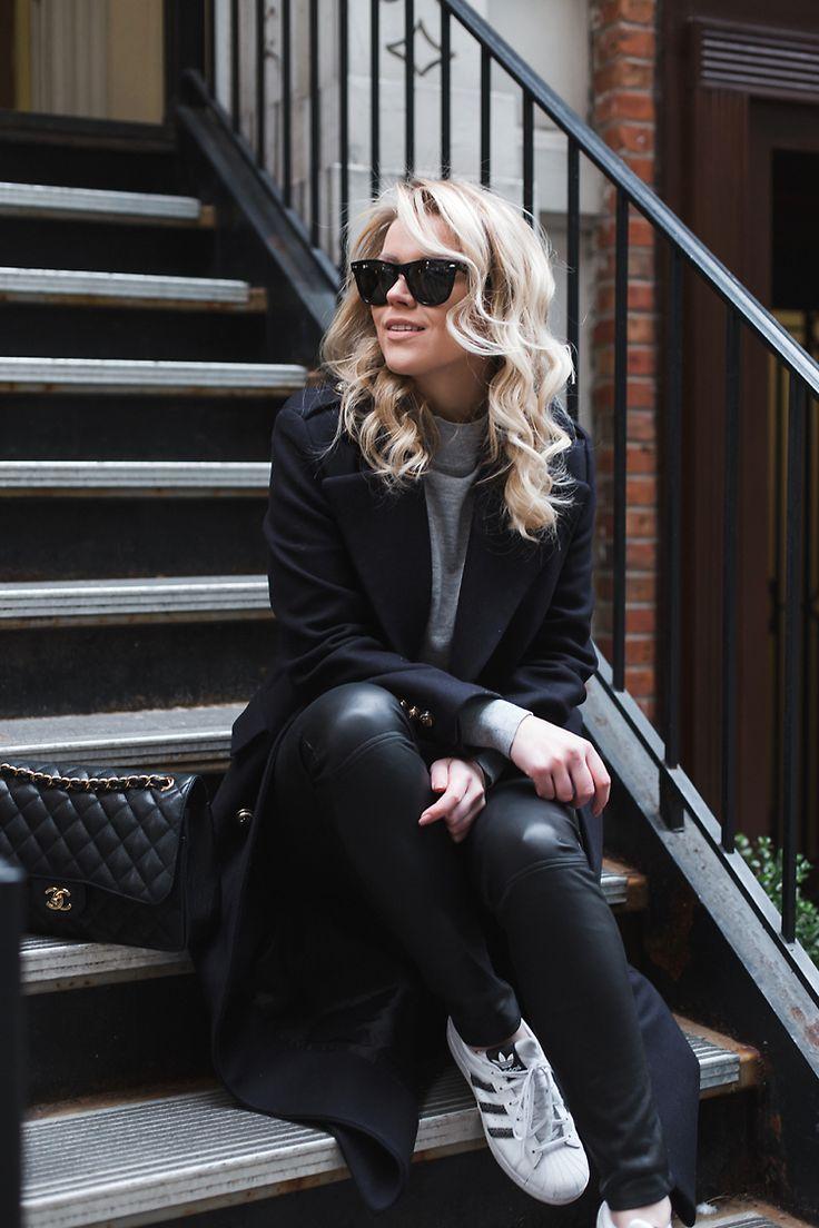 Long coat ZARA - Grey knit TOPSHOP - Leather pants MASSIMO DUTTI - Sunglasses RAY BAN - Sneakers ADIDAS    Linda Juhola