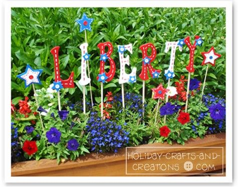 Wooden yard stakes, via Holiday Crafts and Creations: Patriots Crafts, Crafts Ideas, Desserts Ideas, Yard Signs, Fourth Of July, July 4Th, Gardens Crafts, Patriots Gardens, Memories Day