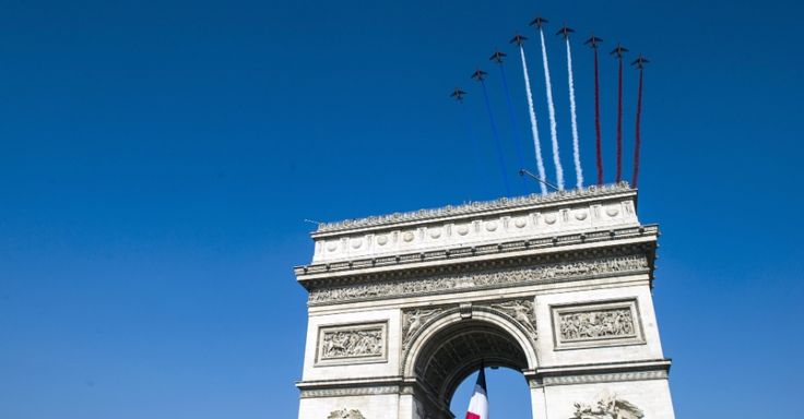 Franceses celebram Dia da Bastilha com desfile militar - Fotos - UOL Notícias