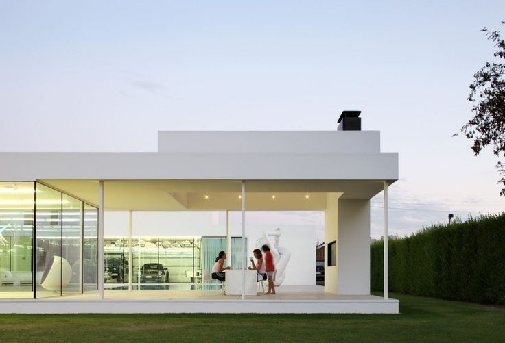 Villa VH in T in Flanders, Belgium, by Beel & Achtergael Architects. Photo by Filip Dujardin. Stunning simplicity.
