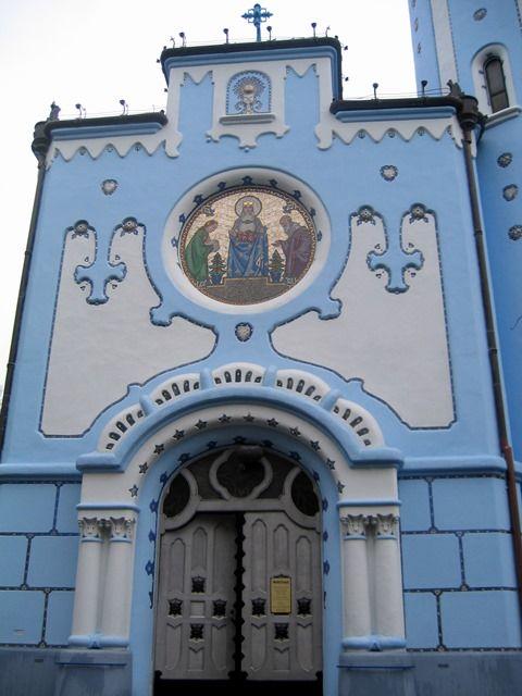 Chiesetta blu - Santa Elisabetta #bratislava #slovacchia See more photos  #travelblogger