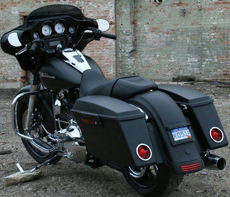 2013. Harley Davidson. Street. Glide