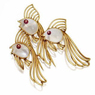 18 KARAT GOLD, MOONSTONE AND RUBY FISH BROOCH, FRENCH, CIRCA 1950