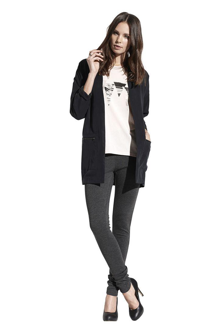 Flax tee, Fiona blazer i sort og Action jersey leggings i mørkegrå melange. Køb det på http://www.blackswanfashion.dk/ Flax tee, Fiona blazer in black and Action jersey leggings in dark grey melange. Buy it on http://www.blackswanfashion.com/#amazingtshirt #geometricprinttop #softtop #fashionabletop #peachblushtshirt #tribalprintshirt #aztecprinttop #blackblazer #zipperblazer #slimjeans #blackjeans #fittedjeans #nicejeans #amazingjeans #stretchjeans #classicjeans #basicjeans