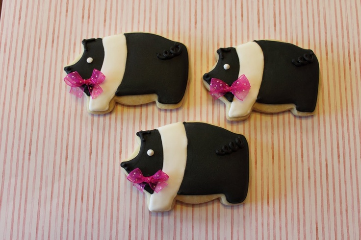 I would love to make these for my daughters who raise piggies for 4H...hampshire pig cookies..... cute!