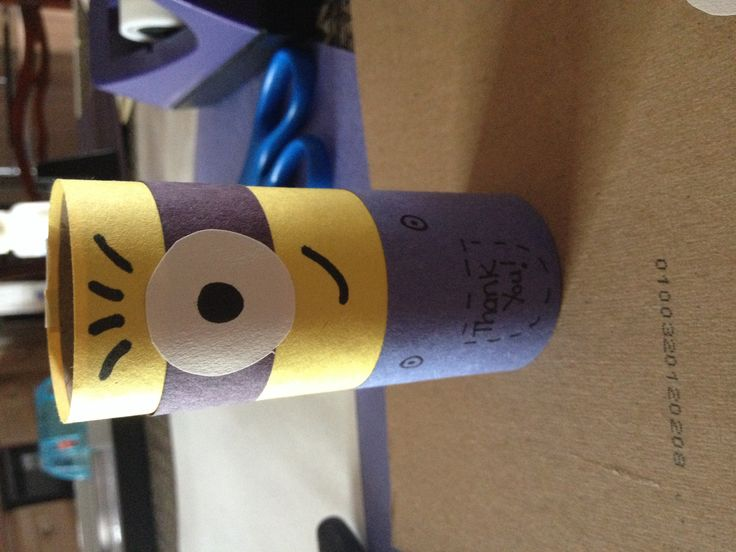 Minion party favors made these out of empty toilet paper for Things to make out of construction paper