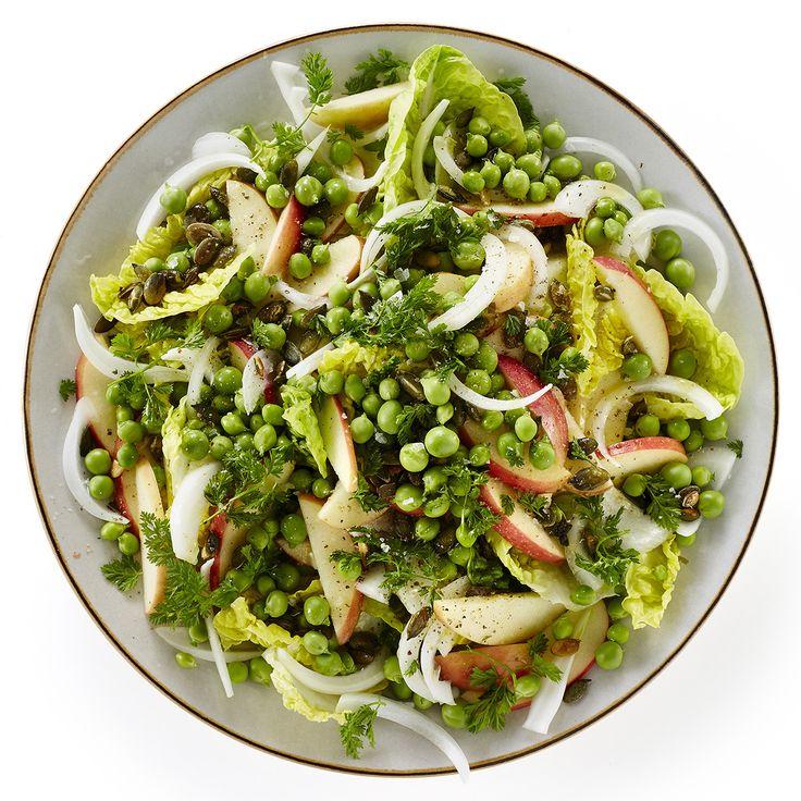 Salat med ærter, æbler og græskarkerner