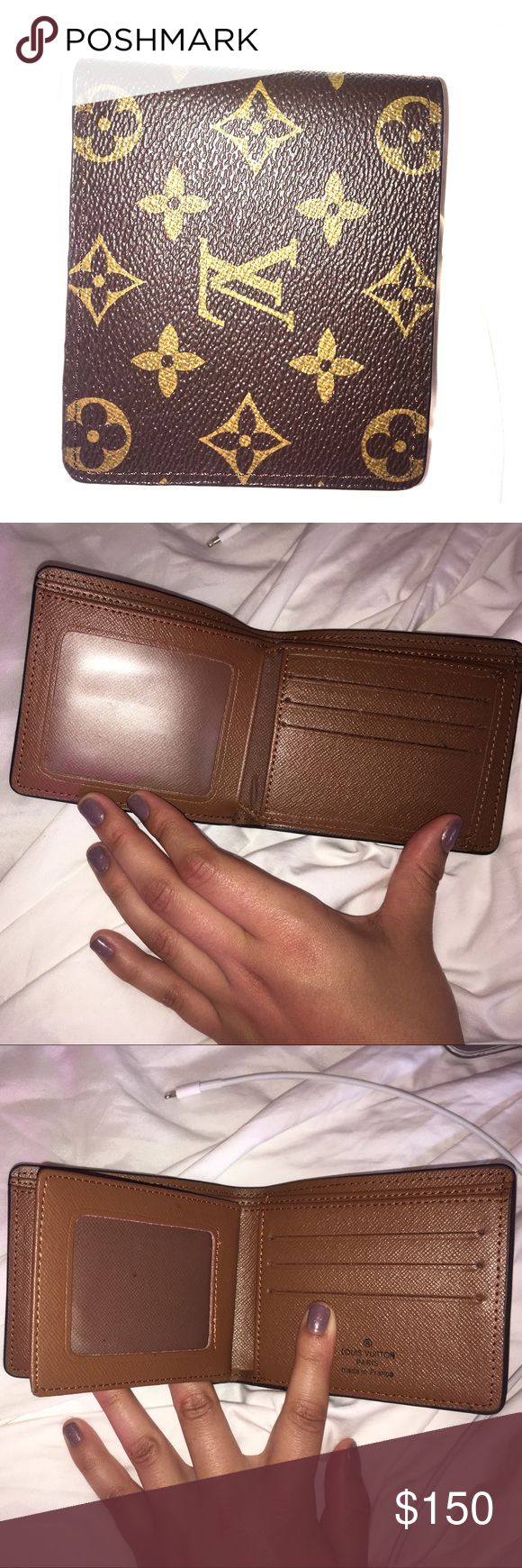 Louis Vuitton wallet Lightly used, like new Louis Vuitton wallet, price reflects authenticity. All pics are with flash, Very spacious and a great gift for yourself or a friend. No trades ❌ price isn't firm, make an offer 💕 I only communicate and sell through Poshmark 😊 Louis Vuitton Accessories