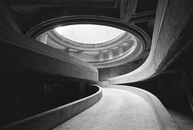 Fernando Higueras, Patronato de casas militares, Madrid, 1967 © Fundación Fernando Higueras. Expo- Fotografía y arquitectura moderna en España, 1925-1965