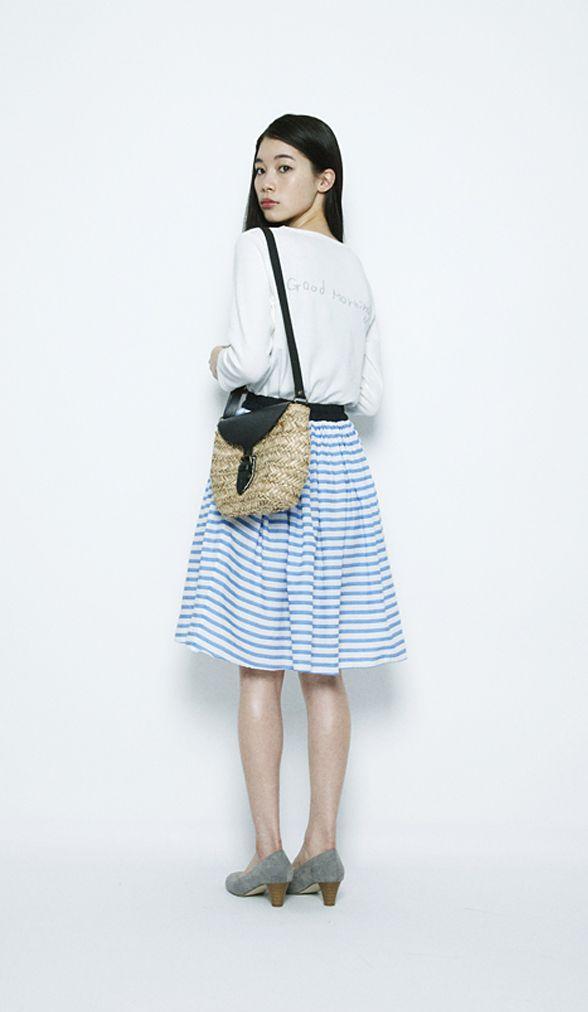 """""""Good morning"""" 白とブルーのボーダーで清潔感ある着こなしに。流行のフレアスカートで軽やかな月曜日。"""