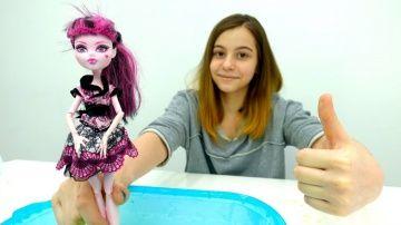 НЕНЬЮТОНОВСКАЯ жидкость  http://video-kid.com/20628-nenyutonovskaja-zhidkost.html  Вот это да! Сможет ли #Дракулаура Монстер Хай ходить по воде? #ЛучшаяподружкаВика